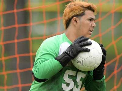 Goalie, Saul Fuentes, of Great Neck South looks