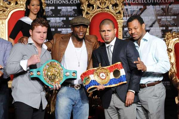 US boxer Floyd Mayweather (2nd L) and WBA