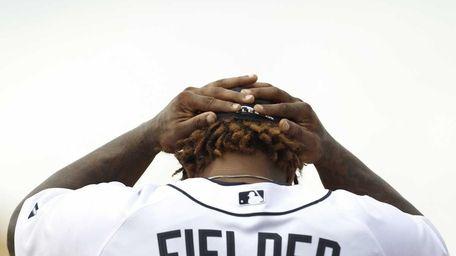 Detroit Tigers first baseman Prince Fielder puts his