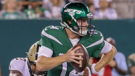 Sam Darnold starts his second season as Jets