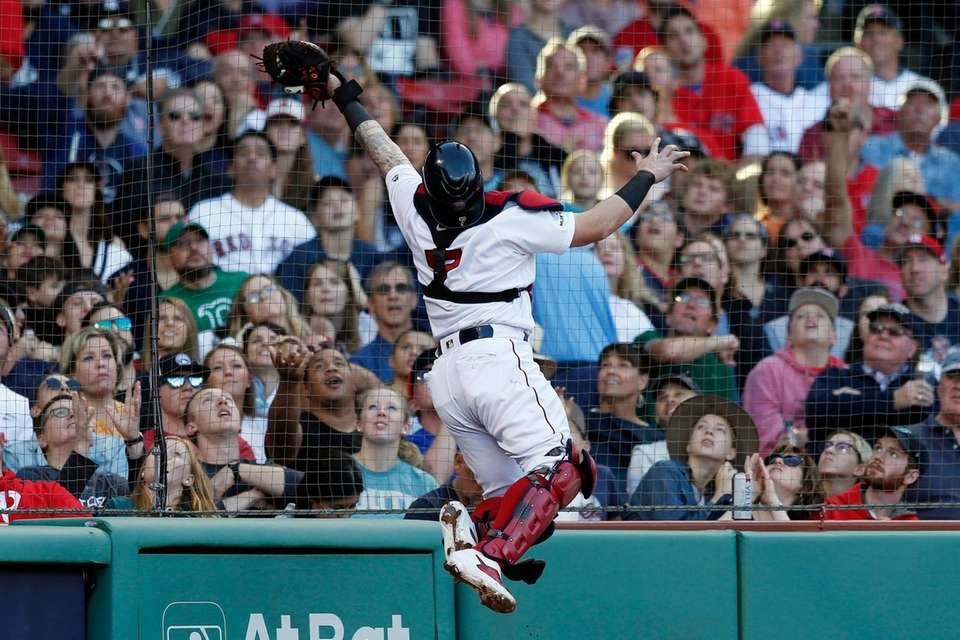 The Red Sox's Christian Vazquez makes the catch