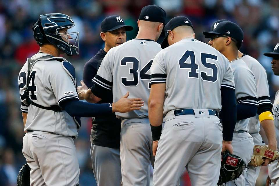 Yankees manager Aaron Boone, second from left, relieves