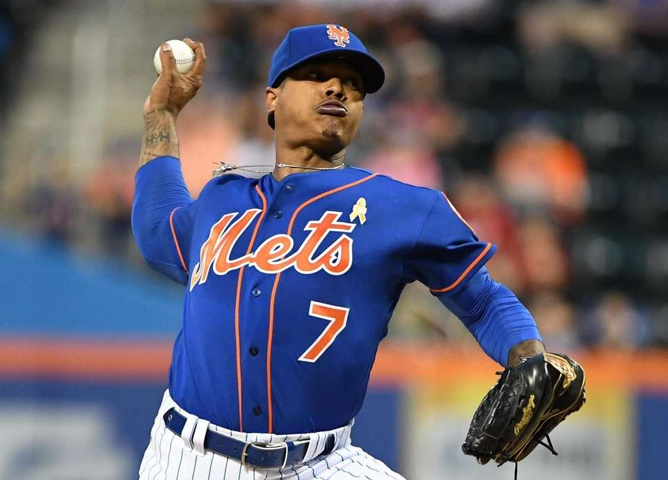 New York Mets starting pitcher Marcus Stroman delivers