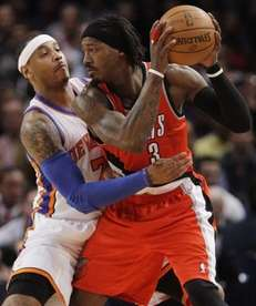 New York Knicks' Carmelo Anthony, left, guards Portland