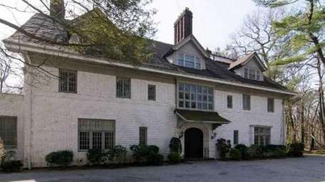 Old Westbury's historic Dorset Lodge has come on