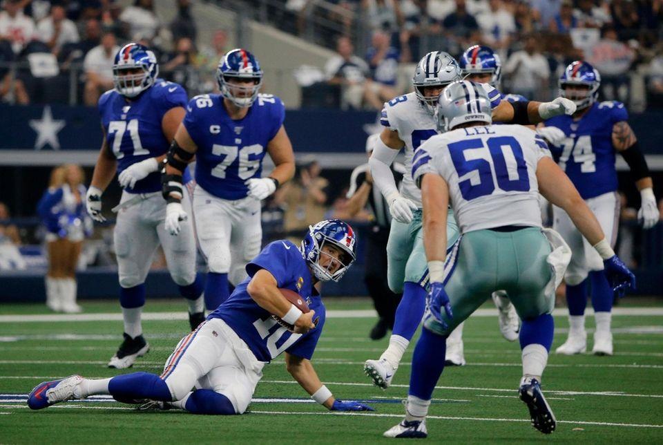 Giants quarterback Eli Manning comes to a sliding