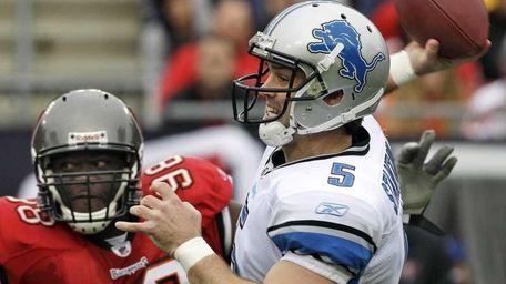 Detroit Lions quarterback Drew Stanton (5) fires a