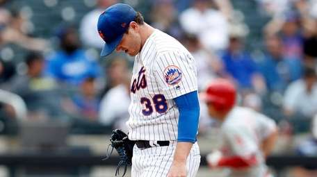 Mets relief pitcher Justin Wilson reacts on the