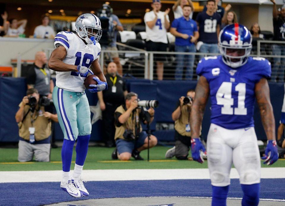 Cowboys wide receiver Amari Cooper celebrates catching a