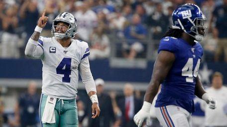 Cowboys quarterback Dak Prescott celebrates a touchdown as
