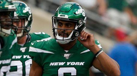 Jets kicker Kaare Vedvik looks on after missing
