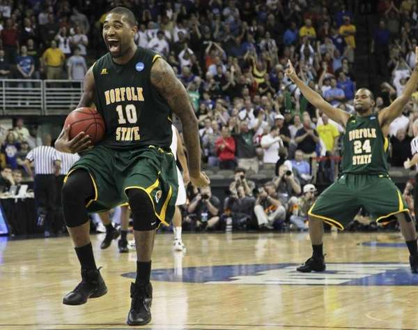 Norfolk State's Kyle O'Quinn (10) and Brandon Wheeless,