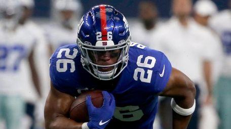 Giants running back Saquon Barkley runs the ball