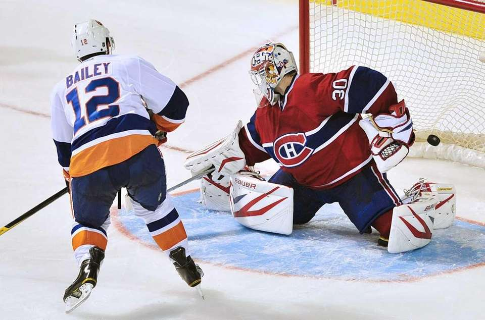 New York Islanders' Josh Bailey (12) scores against