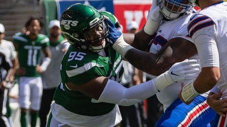 Jets defensive tackle Quinnen Williams rushes Bills quarterback