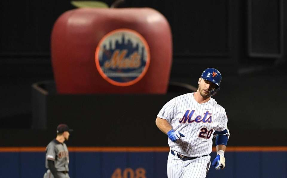 New York Mets' Pete Alonso rounds third base