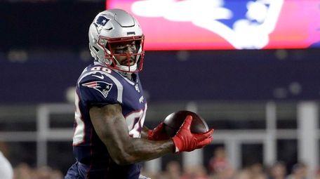 New England Patriots wide receiver Demaryius Thomas runs