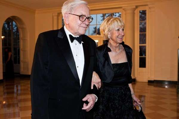 Billionaire Warren Buffet visits the White House with