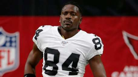 Oakland Raiders wide receiver Antonio Brown (84) warms