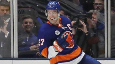 Anders Lee of the Islanders celebrates his game