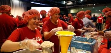 More than 4,000 volunteers boarded the Intrepid Sea,