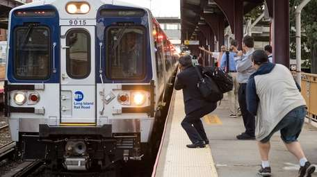 LIRR riders snap photos of a new M9