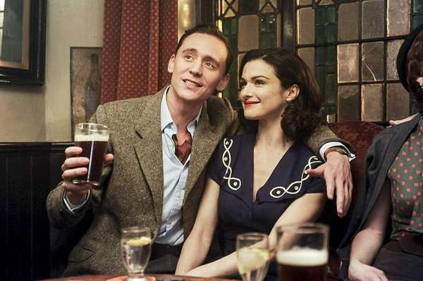 Freddie Page, played byTom Hiddleston, and Hester Collyer,