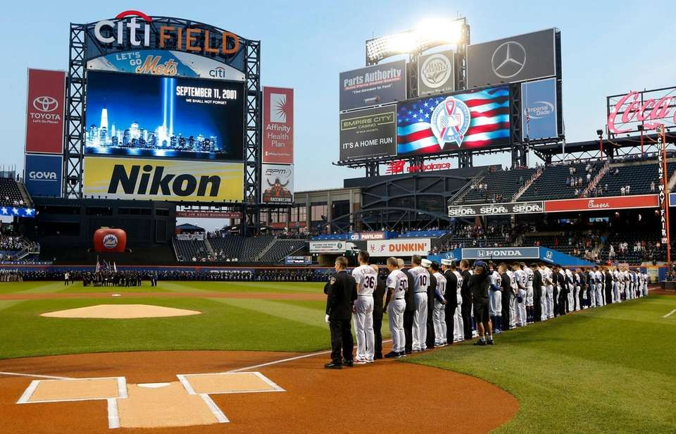 The New York Mets stand with first responders