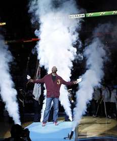 Samuel Jackson does the player introductions before an