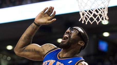 Amar'e Stoudemire reacts after fumbling a drive to