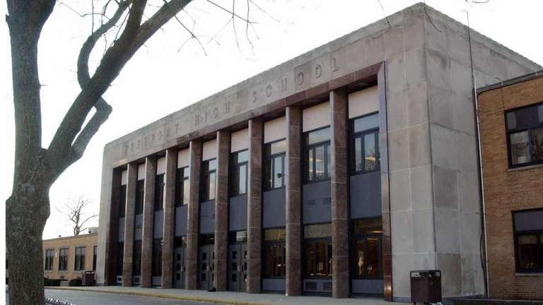 Freeport teachers agree to modify contract | Newsday
