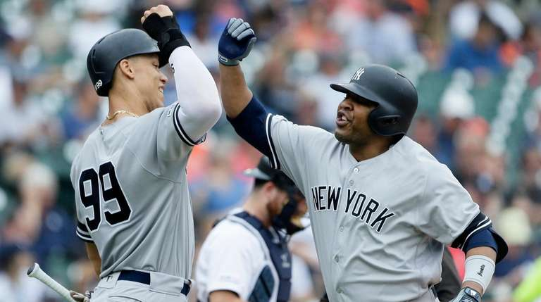 Yankees sweep doubleheader against Tigers, but lose a few to injuries