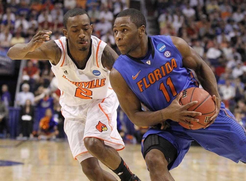 Florida's Erving Walker (11) turns the corner against