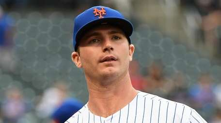 Mets' Pete Alonso looks on against the Arizona