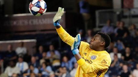 New York City FC goalkeeper Sean Johnson deflects