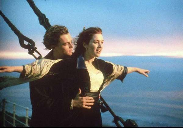 Leonardo DiCaprio plays Jack Dawson and Kate Winslet