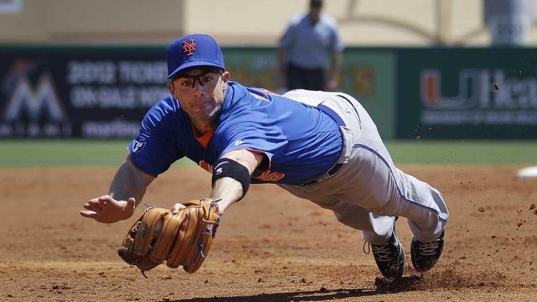 Mets third baseman David Wright makes a diving