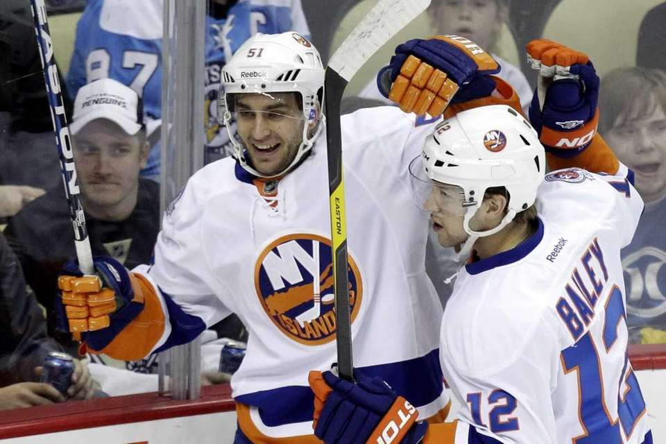 Frans Nielsen (51) celebrates his first-period goal with
