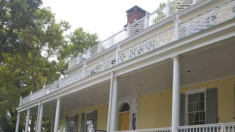 The main entrance to Gracie Mansion.
