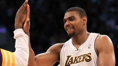 Andrew Bynum #17 of the Los Angeles Lakers