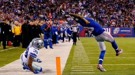 Odell Beckham #13 makes a one-handed catch in