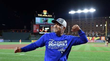 Los Angeles Dodgers manager Dave Roberts reacts toward