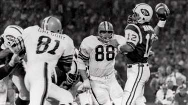 Cleveland Browns defensive ends Jack Gregory (81) and
