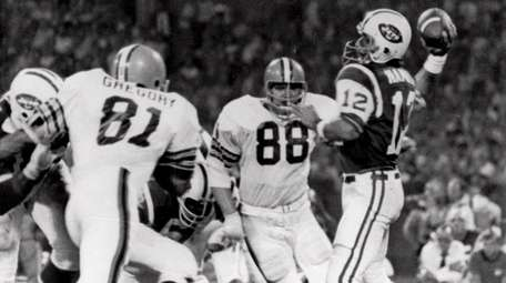 Cleveland Browns defensive ends Jack Gregory (81) and