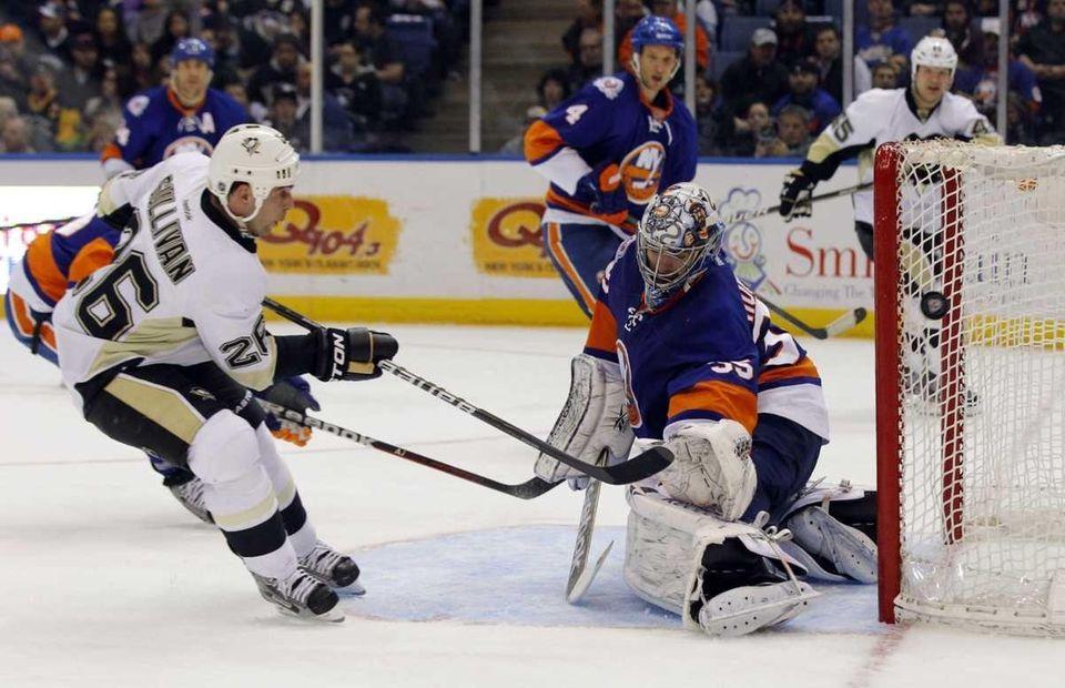 Steve Sullivan of the Pittsburgh Penguins misses a