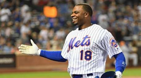 Mets' Rajai Davis is greeted at the dugout