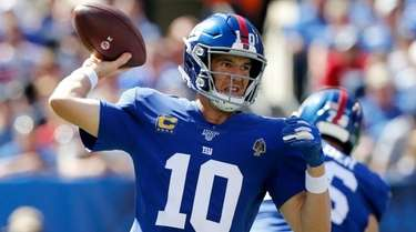Eli Manning of the Giants throws a pass