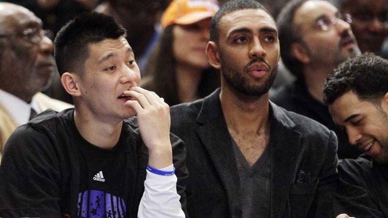 New York Knicks' Jeremy Lin, left, Jared Jeffries,