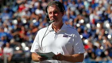 Giants head coach Pat Shurmur looks on during