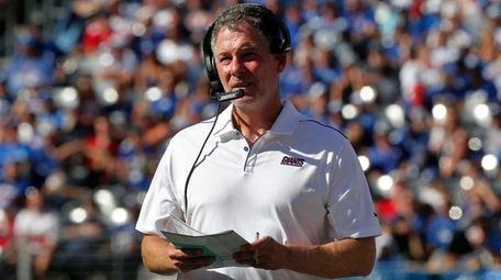 Giants head coach Pat Shurmur looks on during